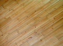 Cor de madeira do marrom do fundo da textura 45 graus Fotografia de Stock Royalty Free