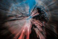 Cor-de-rosa, azul, o céu abstrato do preto, árvores, roda Imagens de Stock Royalty Free