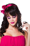 Cor-de-rosa desgastando da menina bonita no branco Fotografia de Stock Royalty Free