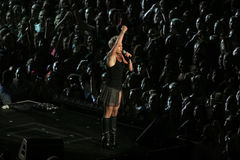 A cor-de-rosa do cantor executa em palco Fotos de Stock Royalty Free