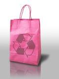 A cor-de-rosa recicl o saco de papel da compra Fotos de Stock Royalty Free
