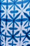 Cor de tingidura do índigo do batik do laço do batik do laço ou cor do mauhom na tela fotografia de stock
