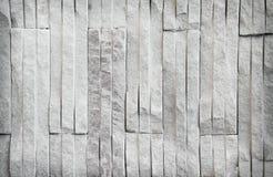 Cor decorativa da textura cinzenta da parede de tijolo do arenito, macia exterior para o fundo em testes padrões verticais imagem de stock