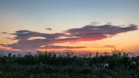 Cor do arco-íris do céu da noite com luz solar Foto de Stock