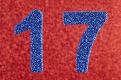 Cor do azul do número dezessete sobre um fundo vermelho anniversary Fotografia de Stock