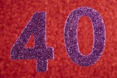 Cor do roxo do número quarenta sobre um fundo vermelho anniversary Ho Imagem de Stock