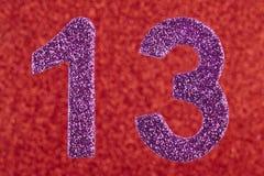 Cor do roxo do número treze sobre um fundo vermelho anniversary Imagem de Stock