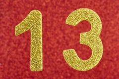 Cor dourada do número treze sobre um fundo vermelho anniversary Imagem de Stock