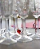 Cor entre vidros de vinho Imagem de Stock Royalty Free