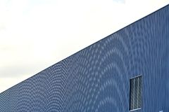 Cor ondulada do azul da folha de metal Fotografia de Stock Royalty Free