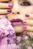 Cor pastel clara tratamento de mãos e composição roxos multi-coloridos Imagem de Stock Royalty Free