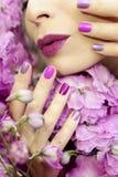 Cor pastel clara tratamento de mãos e composição roxos multi-coloridos Foto de Stock Royalty Free