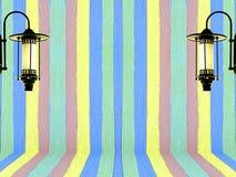 A cor pastel da parede e a lâmpada coloridas do vintage projetam o fundo Imagens de Stock Royalty Free