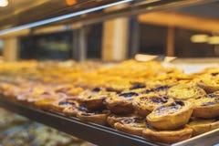 Cor pastel de Nata, pastel de nata português, ovo com canela imagem de stock