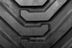 Cor preta da textura grande do trator do pneu imagem de stock royalty free