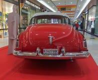 Cor vermelha de Ford Victoria 1954 imagem de stock