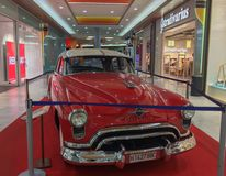 Cor vermelha de Ford Victoria 1954 fotografia de stock royalty free