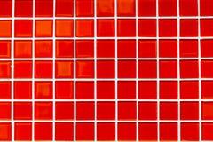 A cor vermelha esquadra telhas pequenas Foto de Stock