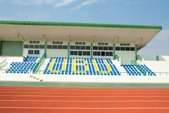 Cor vermelha padrão de borracha da pista de atletismo do estádio do atletismo Fotografia de Stock