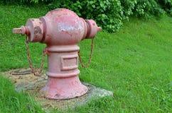 Cor vermelha velha de boca de incêndio de fogo Fotografia de Stock