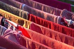 A cor veste parte externa de secagem Fotos de Stock Royalty Free