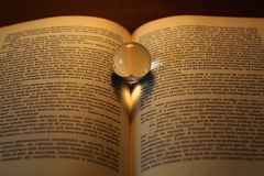 Coração abstrato sombra shapped em um livro Fotografia de Stock