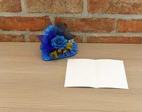 Coração azul com flores azuis Fotos de Stock Royalty Free