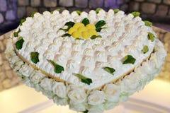 Coração bonito bolo dado forma do limão do casamento foto de stock