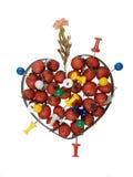 Coração com baga de sabugueiro, pinos de desenho e folha, isolador Foto de Stock Royalty Free