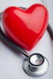 Coração com estetoscópio imagem de stock