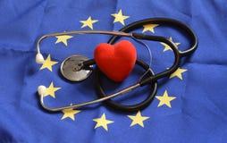 Coração com textura da bandeira de Europa em um fundo azul o 1º de novembro de 2014 Imagem de Stock Royalty Free