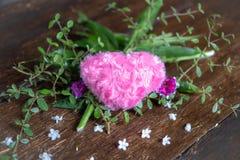Coração cor-de-rosa e coração de papel cor-de-rosa foto de stock royalty free