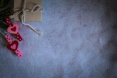 Coração cor-de-rosa e vermelho dentro de uma caixa de presente Imagem de Stock Royalty Free