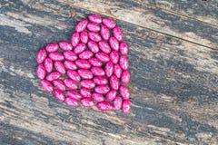 Coração cor-de-rosa no fundo de madeira Imagens de Stock Royalty Free