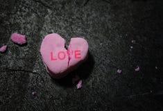 Coração cor-de-rosa quebrado do amor foto de stock royalty free