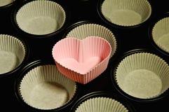 Coração da bandeja de bolo do queque Imagem de Stock