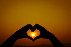 Coração da mão das silhuetas dado forma Foto de Stock Royalty Free