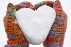Coração da neve nas luvas Fotografia de Stock
