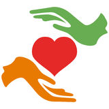 Coração da posse das mãos Imagens de Stock Royalty Free