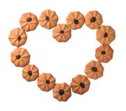 Coração das cookies dado forma isolado no fundo branco Trajeto de grampeamento ilustração royalty free