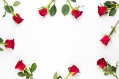 Coração das rosas no fundo branco Cartão do dia dos Valentim imagens de stock