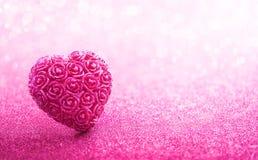 Coração de brilho dado forma no fundo cor-de-rosa Imagens de Stock Royalty Free