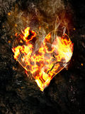 Coração de desintegração de queimadura no fundo da rocha Fotografia de Stock Royalty Free