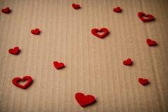 Coração de feltro no fundo do cartão Fotografia de Stock