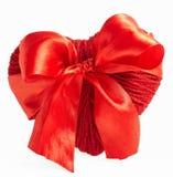 Coração de lã vermelho com a fita isolada no branco Fotos de Stock