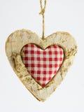 Coração de madeira, matéria têxtil esquadrada no meio Imagem de Stock Royalty Free