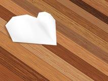 Coração de Origami no fundo de madeira. + EPS8 Foto de Stock Royalty Free