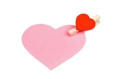 Coração de papel cor-de-rosa com pino de roupa fotografia de stock royalty free
