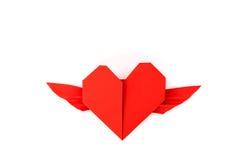 Coração de papel vermelho do origâmi com as asas no fundo branco Foto de Stock Royalty Free