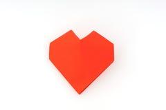 Coração de papel vermelho do origâmi no fundo branco Imagem de Stock Royalty Free